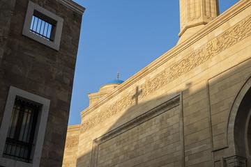 """Schattenkreuz auf """"Mohammed-Al-Amin""""-Moschee, Beirut"""