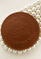 Chocolate medal on white pearl