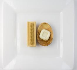 10 - Bürste und ovale Seifenschale