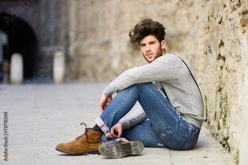 Man wearing suspenders in urban background - 76718364
