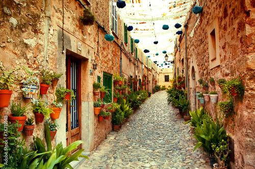 Street in Valldemossa village - 76719148