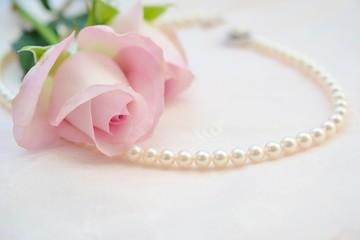 真珠とバラ