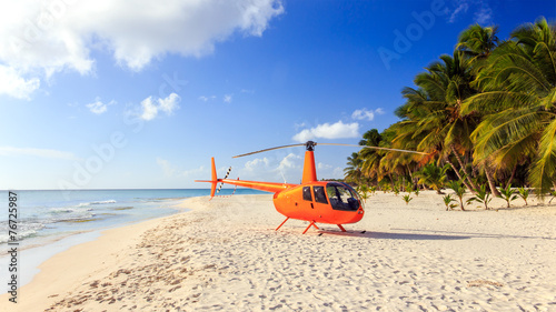 Foto op Canvas Helicopter Helicopter on caribbean beach
