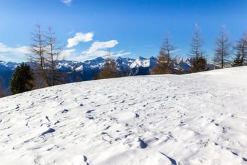 Manto nevoso in montagna