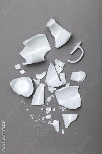 broken cup - 76762724