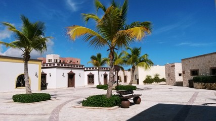 Alegre plaza tropical
