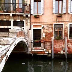 escena de un canal veneciano