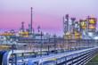 Leinwanddruck Bild - Twilight of industrial petroleum plant