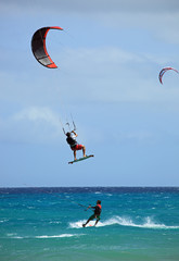 envol de kitesurfeur en compétition