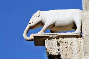 Statua dell'elefante sulla Torre dell'Elefante a Cagliari