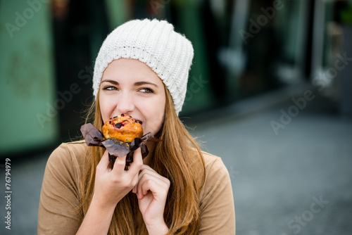 Teenager eating  muffin - 76794979