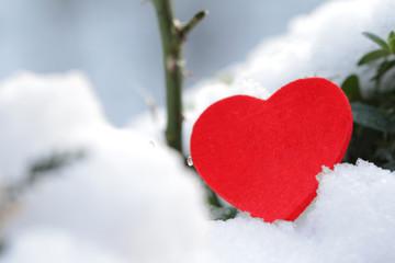 Valentinstag - Herz im Schnee Nahaufnahme