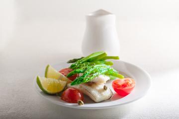 Mackerel fillets with asparagus
