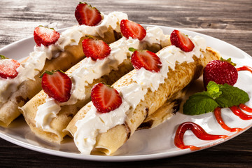 Pancakes with cream and strawberries
