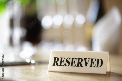 Leinwanddruck Bild Reserved sign on restaurant table