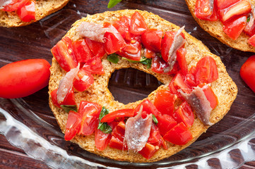 Friselle al pomodoro e basilico