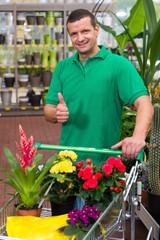 mann kauf pflanzen im handel
