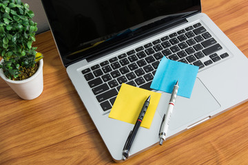 Laptop and stick note