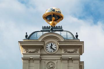 Globus auf Turm