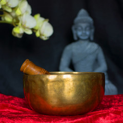 Budda Orchidee und Klangschale