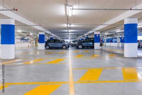 Parcheggio sotteraneo - 76831726
