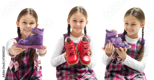 canvas print picture child shows shoes