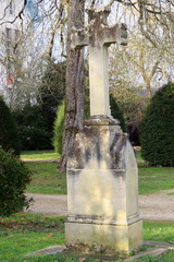 Charente-Maritime - L'Houmeau - Parc de Beauséjour  et sa croix