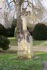 Charente-Maritime - L'Houmeau - Croix ancienne dans le Parc