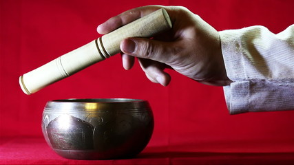 The clear sound of Tibetan singing bowl