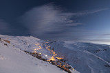 Vista nocturna de la estación de esquí de Sierra Nevada