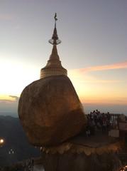 Myanmar pagoda name Kyaikhtiyo is famous for buddhist