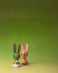 Osterhasenfiguren