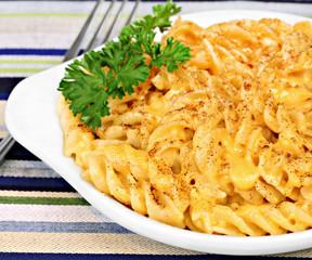 Spiral Macaroni and Cheddar Cheese Macro