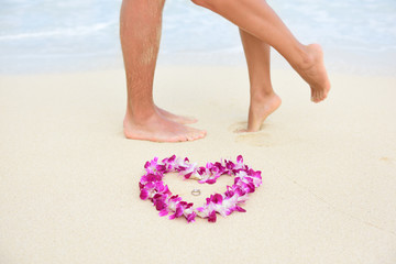 Beach wedding rings with kissing couple feet