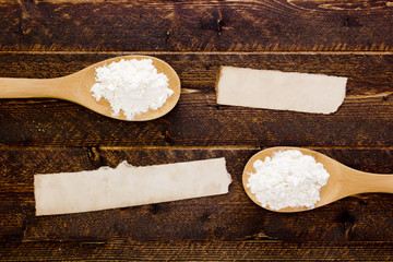 Cooking spoon with flour