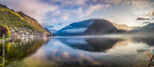 Big panorama of misty lake at dawn in Hallstatt, Austria © shaiith