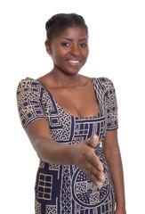 Frau aus Afrika in traditioneller Kleidung reicht die Hand