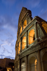Colosseo all'alba