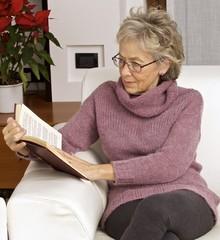 donna leggere poltrona