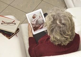 donna nonna tablet nipote