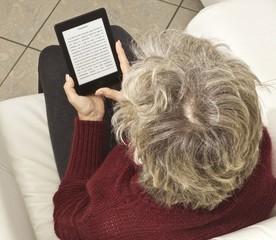 donna lettura e-reader