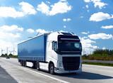 Fototapety LKW auf Autobahn // Truck on highway
