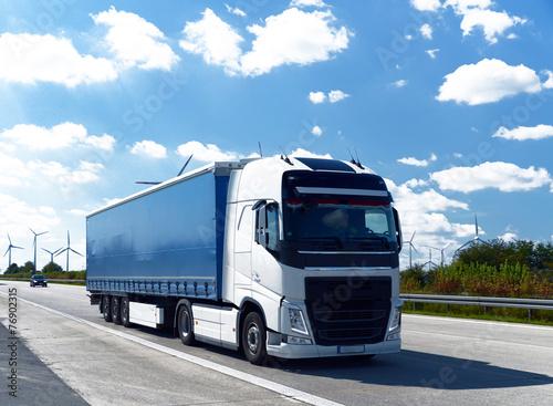 obraz PCV LKW auf Autobahn // Ciężarówka na autostradzie