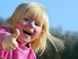 Leinwandbild Motiv Kinderschminken kommt gut an!