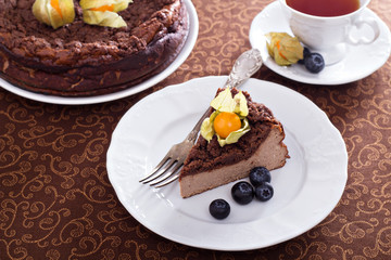 Chocolate cheesecake with crumb topping
