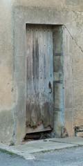 Porte en bois abimée
