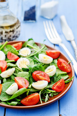 salad with arugula, spinach, tomatoes and eggs
