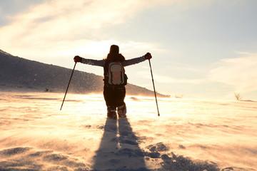 fırtınalı ve tipi bir hava&dağlarda huzurlu yürüyüş