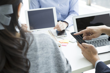 Businessmen have a planning meeting the electronic tablet