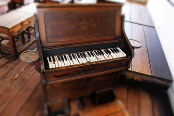 木製のピアノ